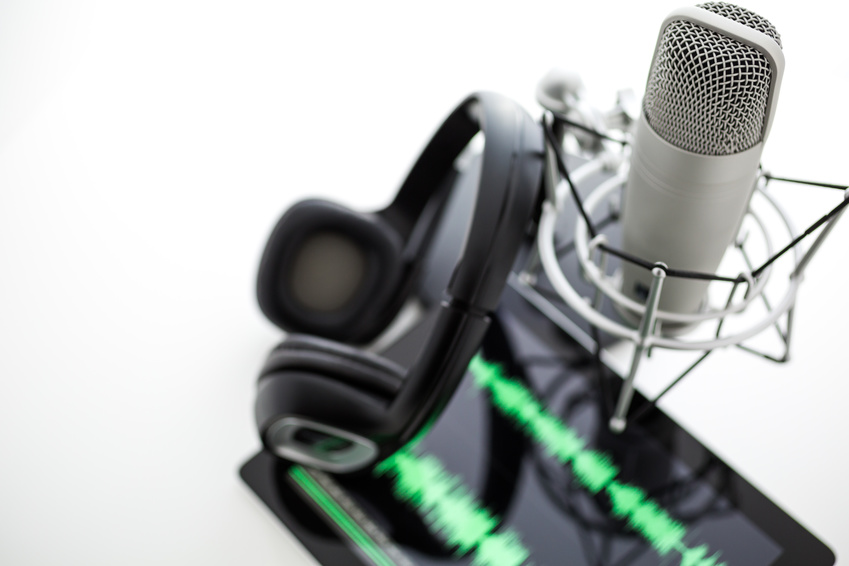Andbank imagen podcast micrófono y tableta